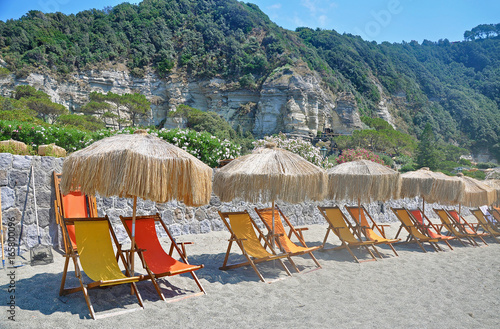 Fotomural The picturesque beach on the island of Ischia