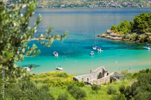 Fototapeta Piaszczysta plaża Lovrecina na wyspie Brac w Chorwacji  obraz