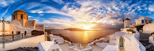 Tuinposter Santorini Sunset on Oia, Santorini. Greece