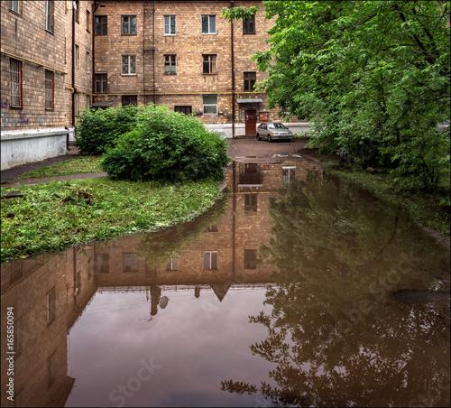 Fényképezés  Puddle. City. Reflection.