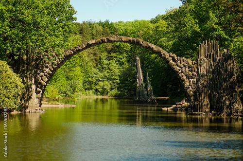 rakotzbrucke-devil-39-s-bridge-saksonia-diabelski-most-w-niemczech