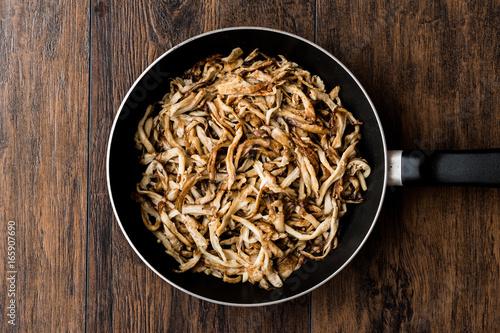 Fényképezés  Beech mushroom in pan / Shimeji