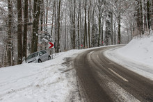 Accident On The Winter Road / ...