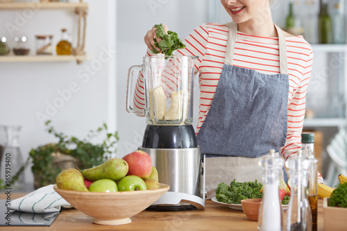 Photo  Making healthy smoothie