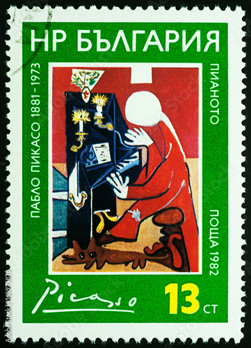 Fotografía  Painting Piano (Velazquez) by Picasso on postage stamp