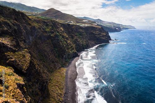 Fotografia  Beautiful cliffs at the coastline of the island of La Palma