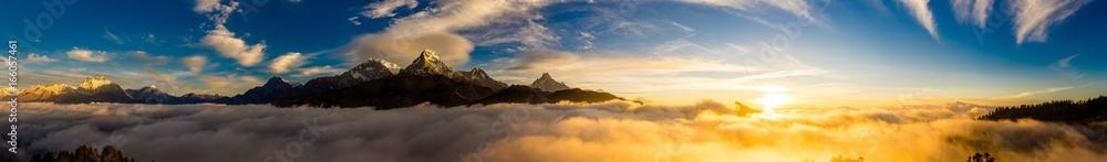 Fototapeta ヒマラヤ山脈の夜明け