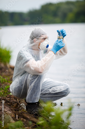 Chemist with test-tube and water Canvas-taulu