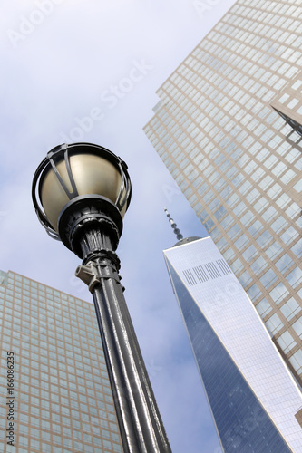 Photo  Street light in the  New York City Manhattan with One World Trade Center