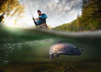 Ribarstvo. Ribar i pastrva, pogled pod vodom