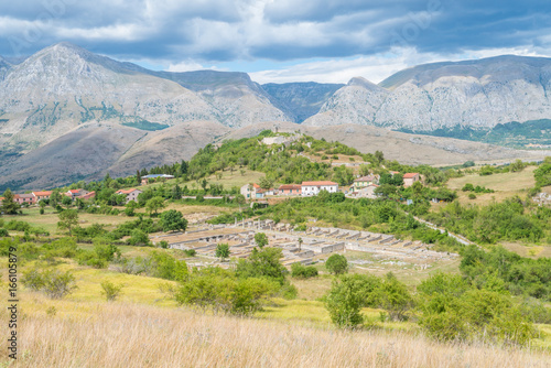 Photo Alba Fucens, ancient Italic town at the foot of the Monte Velino, north of Avezzano, Abruzzo, central Italy