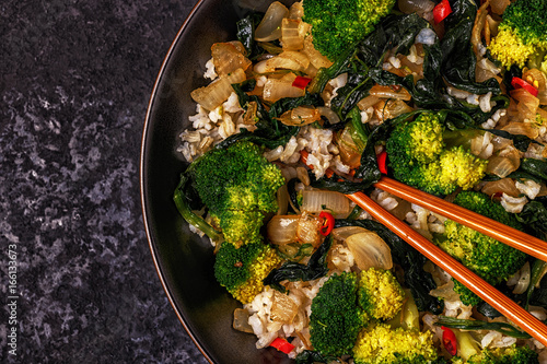 Photo Cooking asian stir fry rice with vegetables