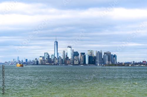 Tuinposter New York City Vista di New York da Staten Island