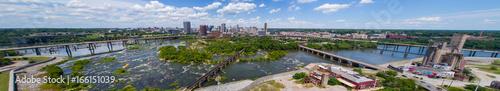 Fotografía  Aerial panoramic image Downtown Richmond Virginia and James River