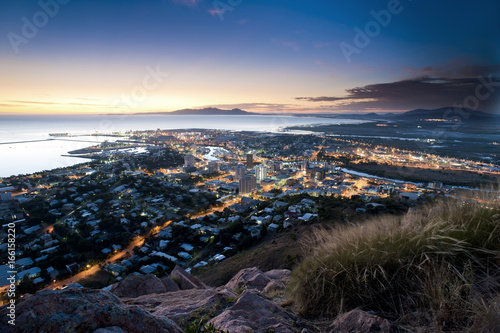 Foto op Canvas Australië Cityscape of Townsville at dusk, Australia