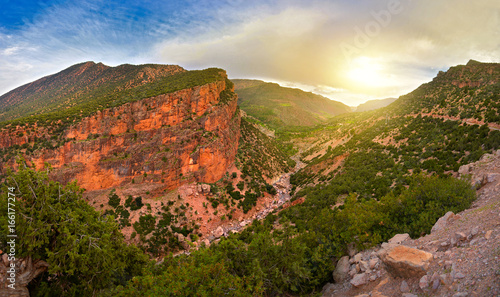 Fotografía  look on bright, saturated color of the mountain of the Atlas on a sunset in Moro
