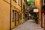 Fototapeta Uliczki - Narrow street in Venice