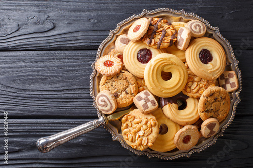 In de dag Koekjes Assorted shortbread cookie close-up on a plate. vertical view from above