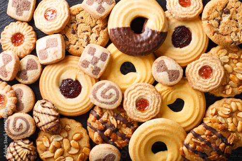 Crédence de cuisine en verre imprimé Biscuit Beautiful cookies assorted close-up. background horizontal top view