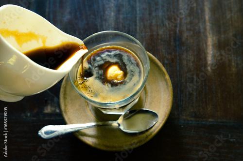 Plakat Affogato, lody waniliowe z gorącą kawą, włoskie lody gelato z gorącym espresso, czas na radość