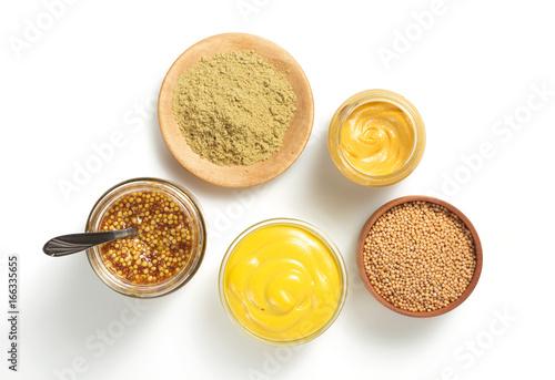 Fotografia mustard sauce in bowl on white background
