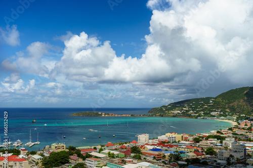 Foto op Plexiglas Caraïben PHILIPSBURG, SINT MAARTEN - View of the port and beach from the high cliffs.