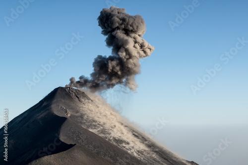 Plakat Wybuchające Ognie Wulkanu