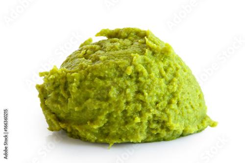 Obraz na płótnie Scoop of wasabi paste isolated on white.