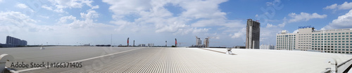 Fotografia roof of metal sheet building with clear blue sky background