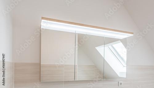 Moderner Bad Spiegelschrank Mit Led Beleuchtung Buy This Stock