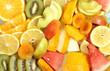 фрукты разные лежат на столе порезанные и яркие