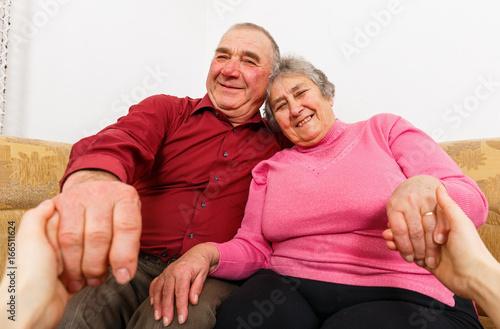 Fototapety, obrazy: Smiling elderly couple