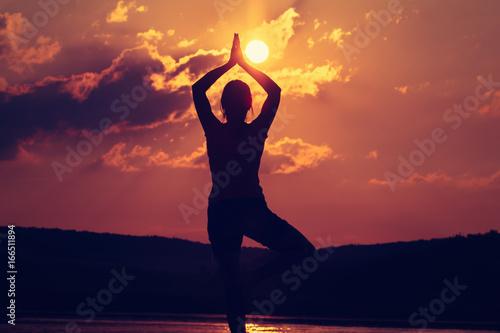 Poster Ecole de Yoga Sunset yoga woman meditation