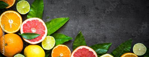 Fotografia Fresh citrus fruit assortment on black. Long banner  format.