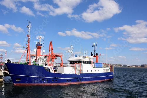 Forschungsschiff an der Pier bei Geomar Canvas-taulu