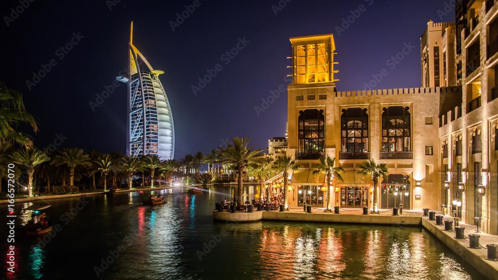 Fotografía  Cityscape of Jumeirah beach with Burj El Arab Hotel