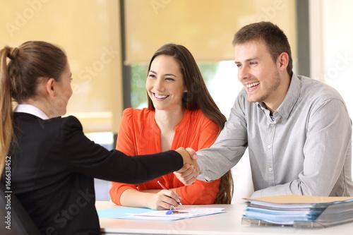 Fototapeta Happy customers handshaking after a deal obraz