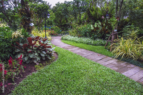 Papiers peints Jardin landscape garden flower and walkway