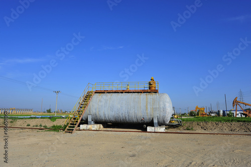 Foto op Plexiglas Stadion Petroleum reserve tank