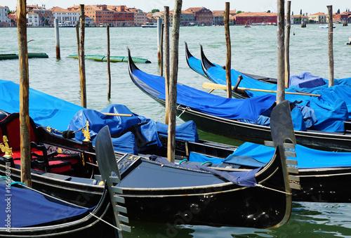 Spoed Foto op Canvas Gondolas Gondoles a Venise