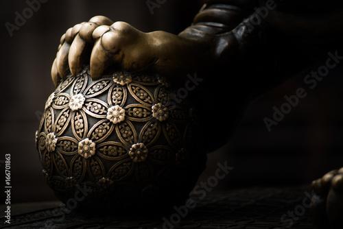 Photo  dragon's hand hold ball