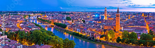 Montage in der Fensternische Aubergine lila Verona old city and Adige river panoramic aerial view at evening