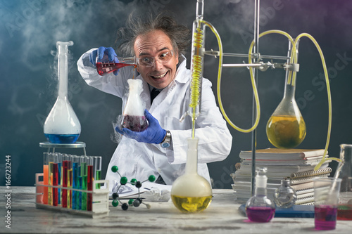 Stampa su Tela Crazy chemist doing experiment