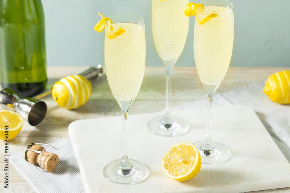 Fototapety, obrazy: Boozy Bubbly Lemon French 75 Cocktail