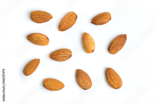 Photo Almond nuts on isolated white background