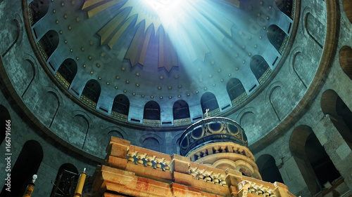 Fotografía Jesus Christ Empty tomb and Dome rotunda over it in Jerusalem in the Holy Sepulcher Church