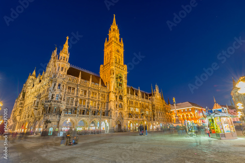 Poster Rome Night panorama of Marienplatz and Munich city hall in Munich