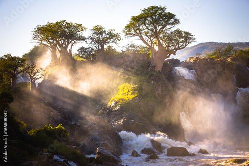 mglisty-wschod-slonca-na-epupa-spada-granica-kunene-namibia-angola