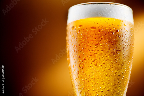 In de dag Bier / Cider Beer. Glass of cold craft beer with water drops