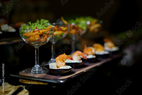 Fotografia cocktail food buffet. catering. dessert